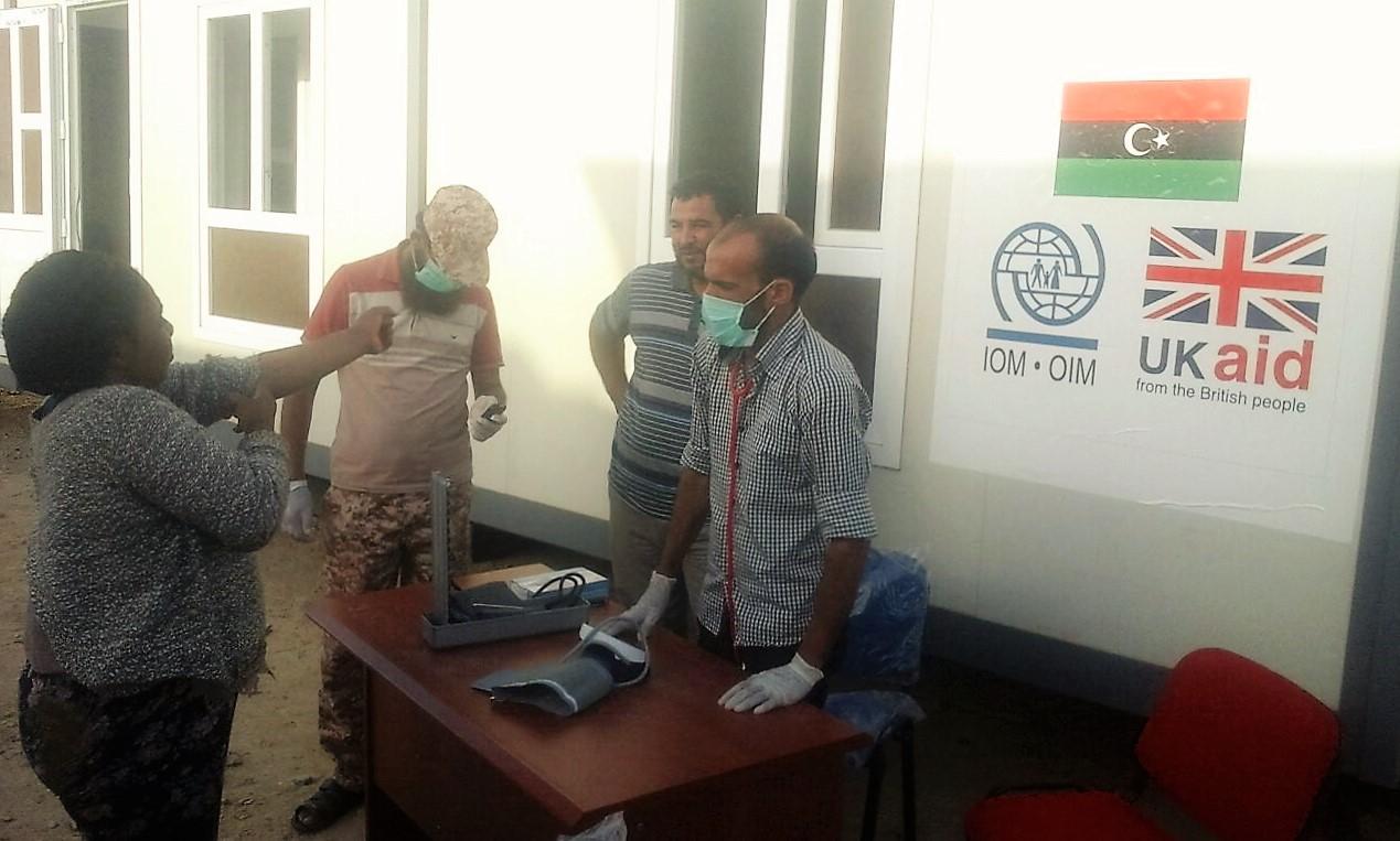 iom-libya-staff-establish-a-disenbarkation-point-clinic-iom